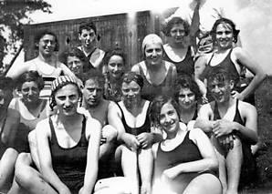 Badende Joodse jongeren, 1934.Foto: Yad Vashem, Jeruzalem